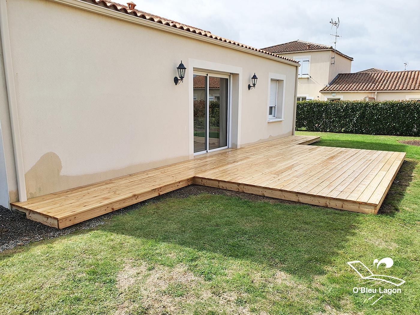 artisan terrasse de piscine en bois qualite meleze vendee