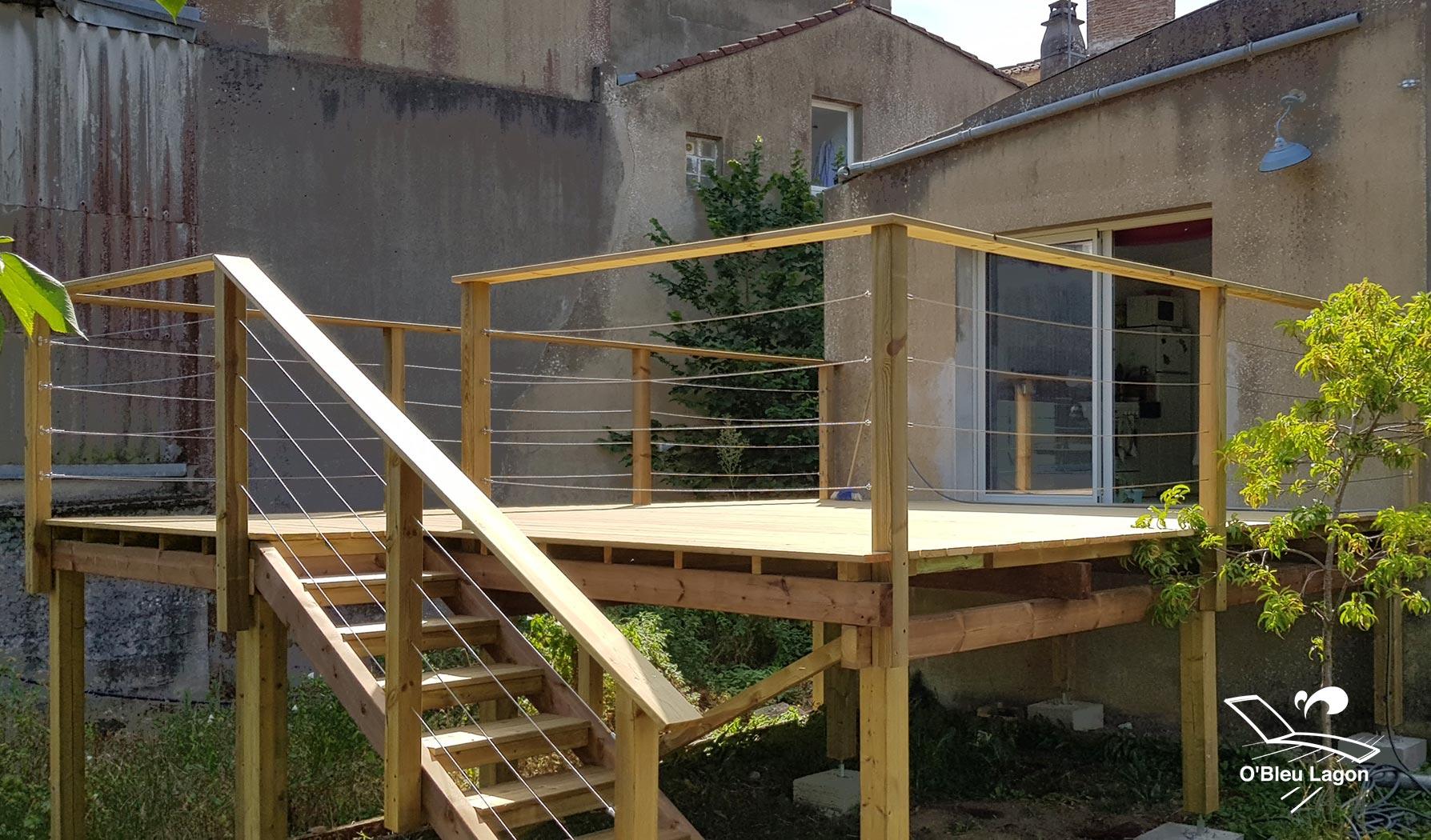 conception terrasse bois suspendue en pin vendee